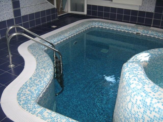 تاثیر تجهیزات داخل استخر بر آب مناسب